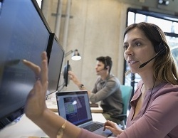 img-help-desk-vs-service-desk-670-102491-edited